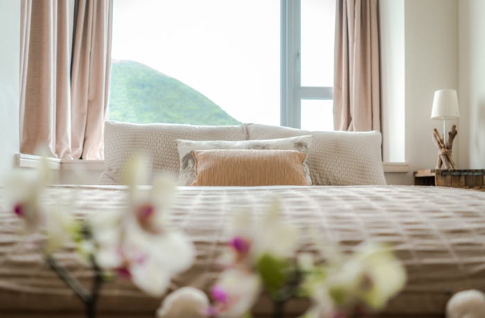 bedroom and flowers